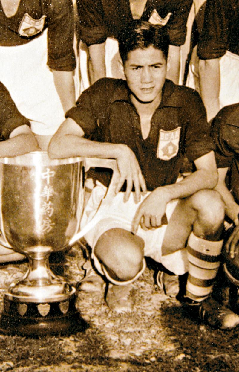 姚卓然被譽為「香港之寶」,曾當選最佳足球明星。但一代名將晚景淒涼,近十年備受病魔摧殘。