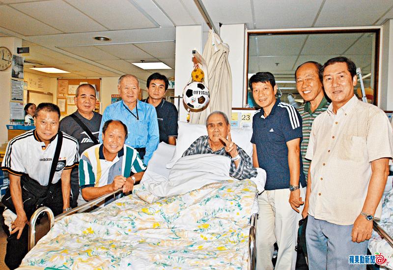 姚卓然中風住院多年,球圈好友高保強(左四)、費文偉(右三)等都往探望。